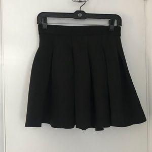 Dresses & Skirts - Black pleated skirt